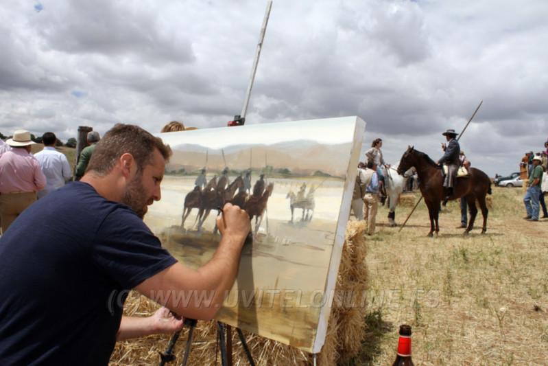Abraham Pinto, pintor utrerano, pintó los cuadros que recibieron los participantes en el tentadero