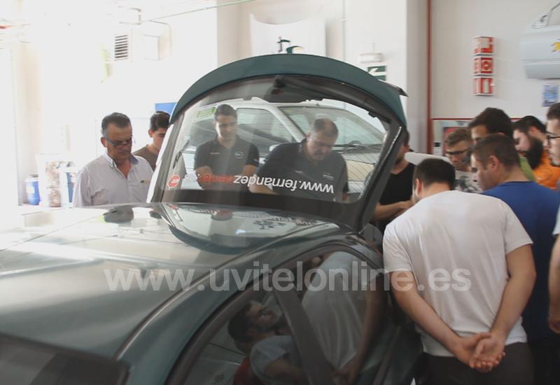 El IES Virgen de Consolación recibe la donación de un vehículo autogas para la formación de los alumnos