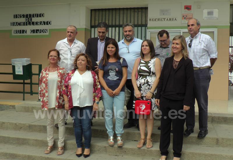 El IES Ruiz Gijón recibe el primero de los tres desfibriladores que la Asociación España Salud ha otorgado a Utrera
