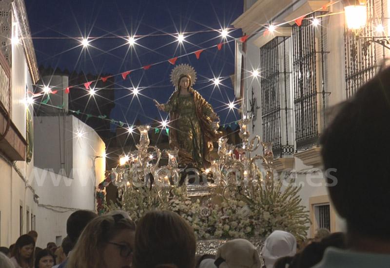 ESPECTACULAR PASO POR LAS CALLES DE LOS MOLARES DE SU PATRONA SANTA MARTA