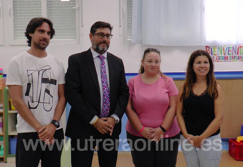 EL ALCALDE DE UTRERA VISITA EL CEIP JUAN ANTONIO VELASCO EN EL INICIO DEL NUEVO CURSO