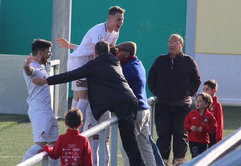 Celebración de uno de los goles del encuentro. Imagen vía Emilio Jiménez (SER Écija).