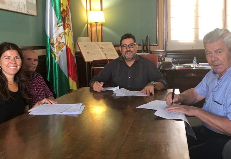 EL AYUNTAMIENTO DE UTRERA FIRMA UN CONVENIO CON EL HOGAR DEL PENSIONISTA DE GUADALEMA DE LOS QUINTERO