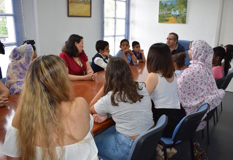 EL ALCALDE RECIBE A LOS NIÑOS SAHARAUIS ACOGIDOS POR FAMILIAS PALACIEGAS A TRAVÉS DEL PROGRAMA VACACIONES EN PAZ